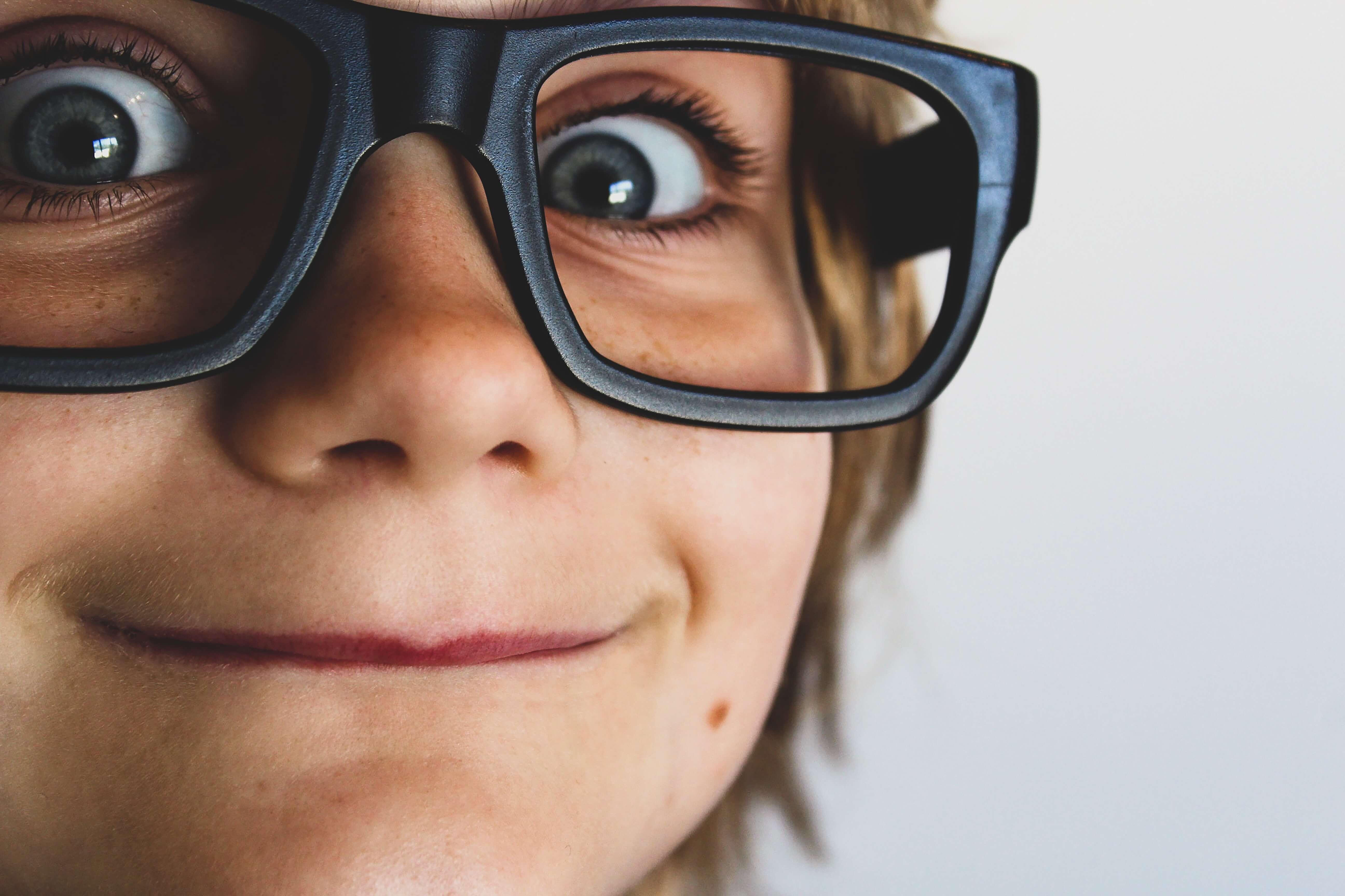 メガネをかけている子ども